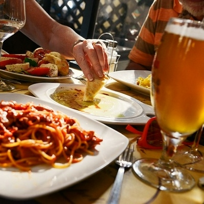 beer and food (400x400)